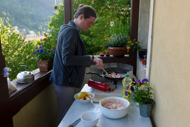 Kochen auf dem Balkon